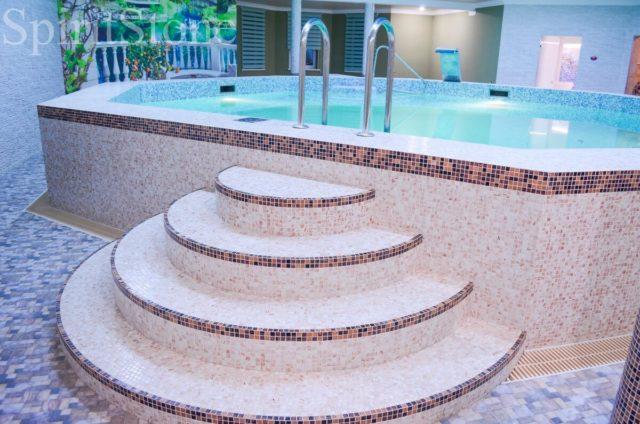 Восьмиугольный бассейн