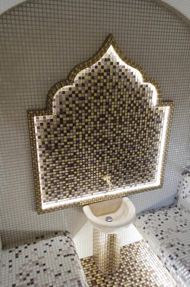 Хамам с декоративной аркой