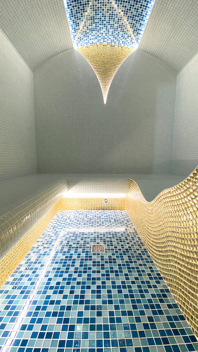 Белый хамам с золотым декором